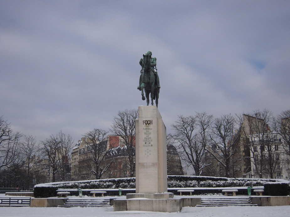 Statue Foch Paris 16